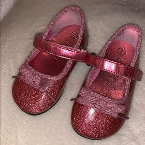 Glittery pink dressy shoes